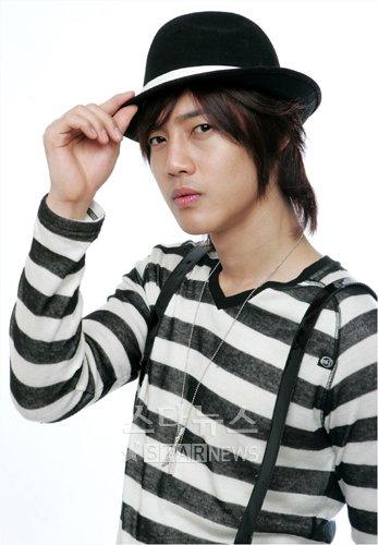 صور المغني/الممثل الكوري hyun joong 2008091609190276365_1.jpg