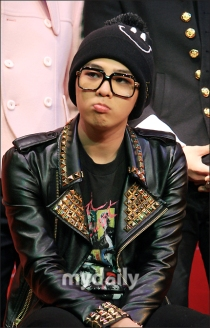 GDragon looking tired having caught a cold at the November CyWorld DMA