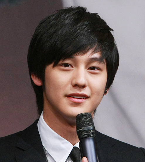 Kim Bum Straight Layered Hairstyle