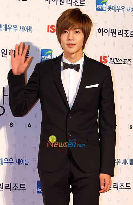 صور المغني/الممثل الكوري hyun joong 200902271758511001_1.jpg