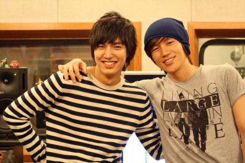 http://sookyeong.files.wordpress.com/2009/05/200905200908361002_1.jpg