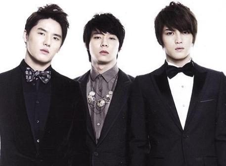 El trio JaechunSu demanda por 25 millones de dólares a SM Entertainment Junsu_yuchun_jj_310720094