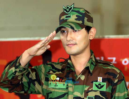 Kangta celebrara un fanmeeting después de su salida del servicio militar el viernes. 200908171428071002_1