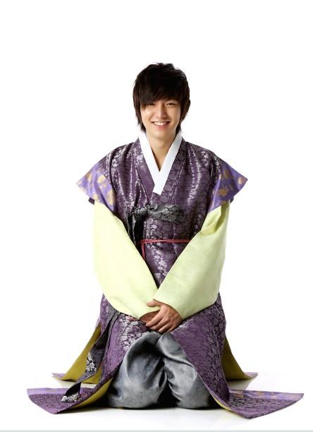 hanbok + stars in hanbok (its my bonus^^) 200910010931451010_1