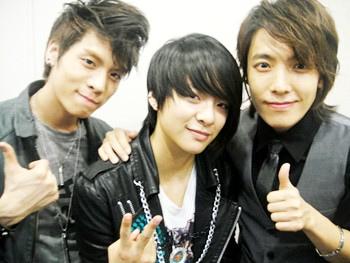 Opposite gender Kpop idols who look alike ... - Random ...
