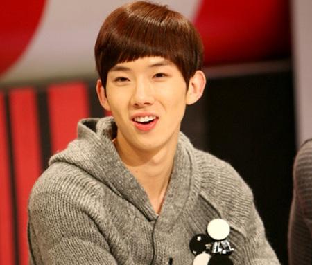 Male group 2AM member Jo Kwon (20) has been confirmed a swine flu case on