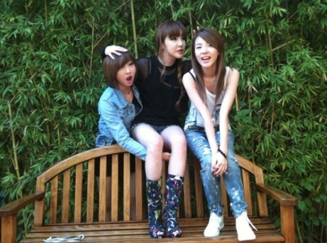 Sandara Park reveals photos of 2NE1 taken in LA! 2668733
