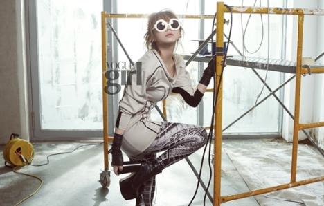2NE1's feminine side in August issue of Vogue Girl 201007191041251002_1