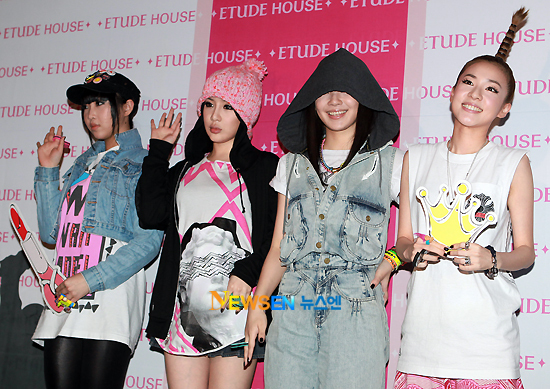 2NE1 in the midst of filming for comeback title MV 'Go Away' 201008252349221002_1